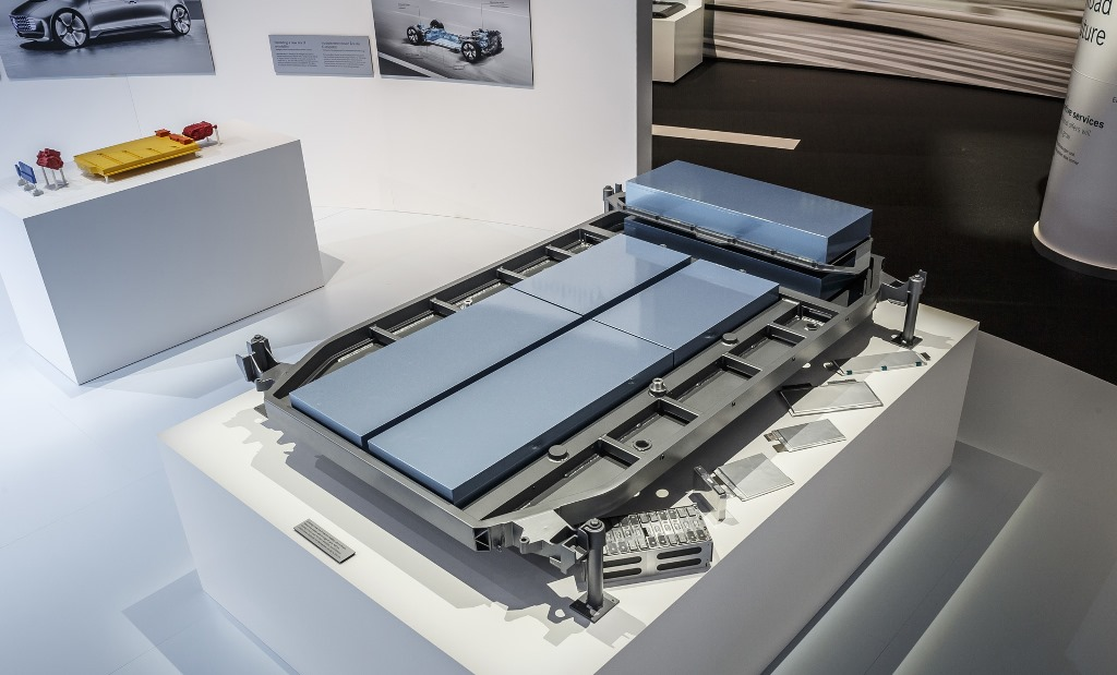 flat-lithium-ion-battery-back-for-next-generation-mercedes-benz-electric-cars_100556248_h