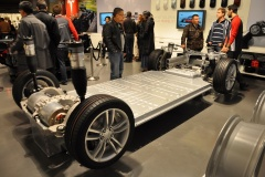 tesla-model-s-lithium-ion-battery-pack-in-rolling-chassis-photo-martin-gillet-via-flickr_100481091_h