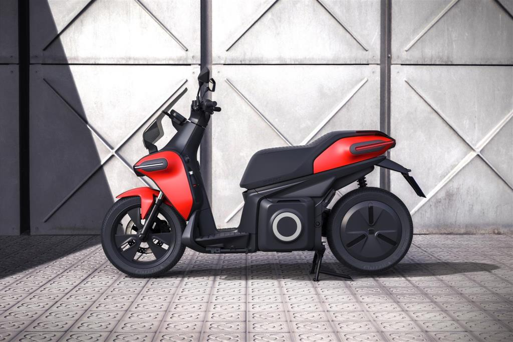 seat_-e-Scooter_electric_dmotor_news_02