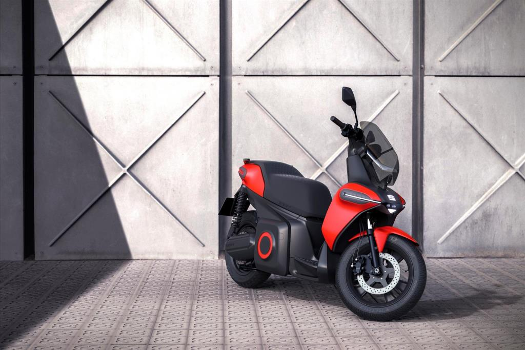 seat_-e-Scooter_electric_dmotor_news_03