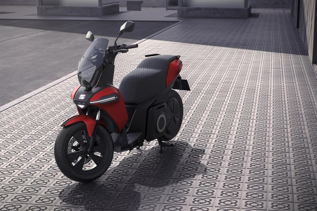 seat_-e-Scooter_electric_dmotor_news_05