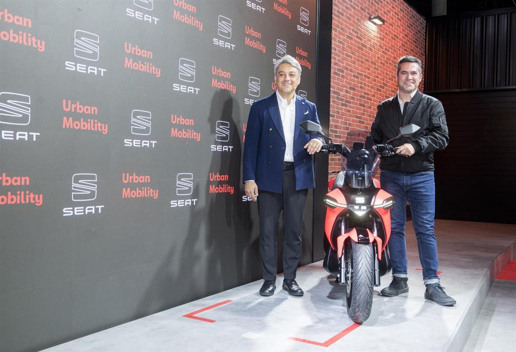 seat_-e-Scooter_electric_dmotor_news_09