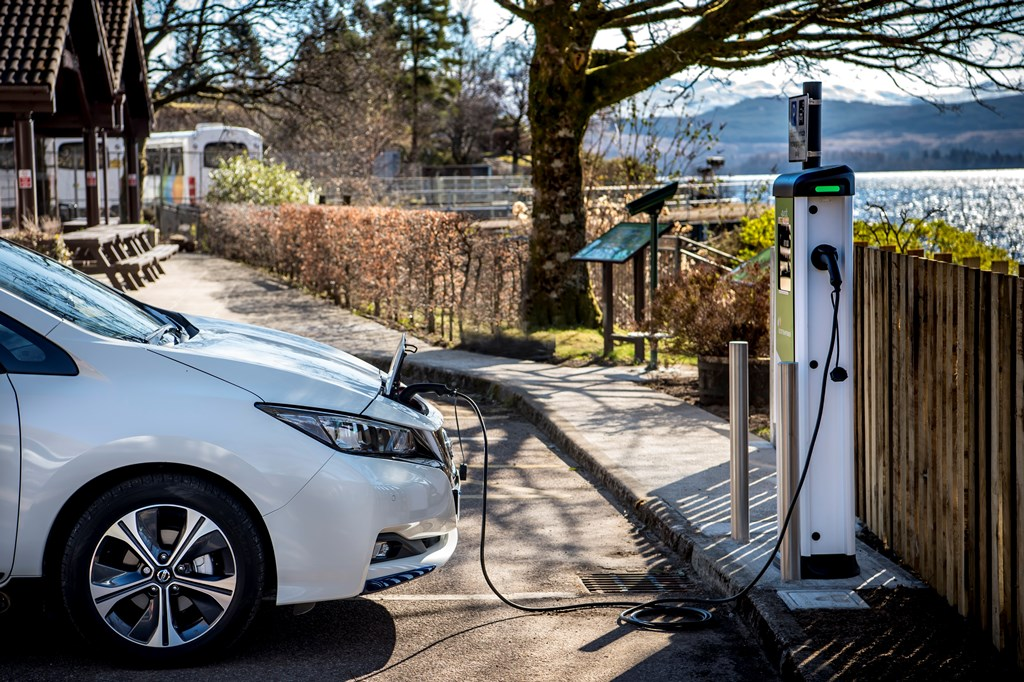 nissan_leaf_charging_electric_motor_news_03