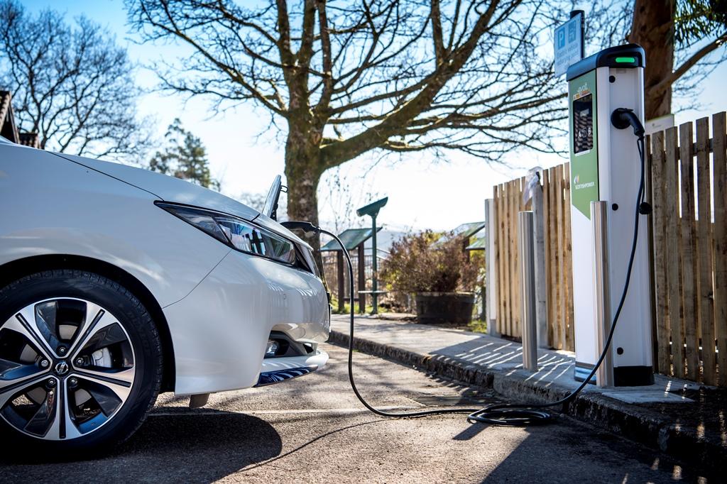 nissan_leaf_charging_electric_motor_news_04