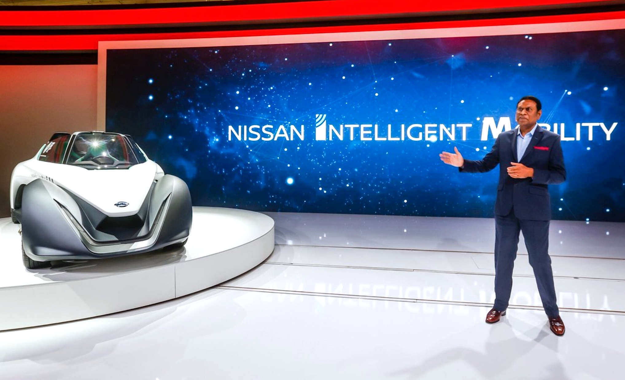 Nissan Dubai show - Photo 02-source