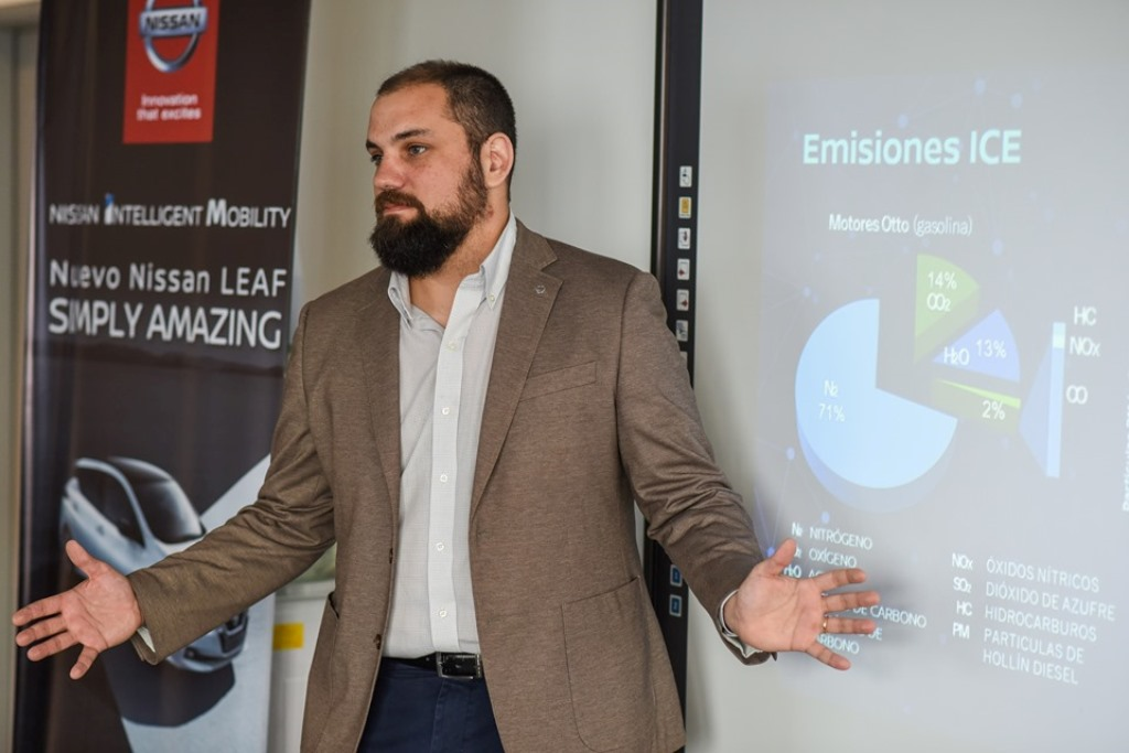 nissan_leaf_lancio_uruguay_electric_motor_news_04_luis_felipe_clavel