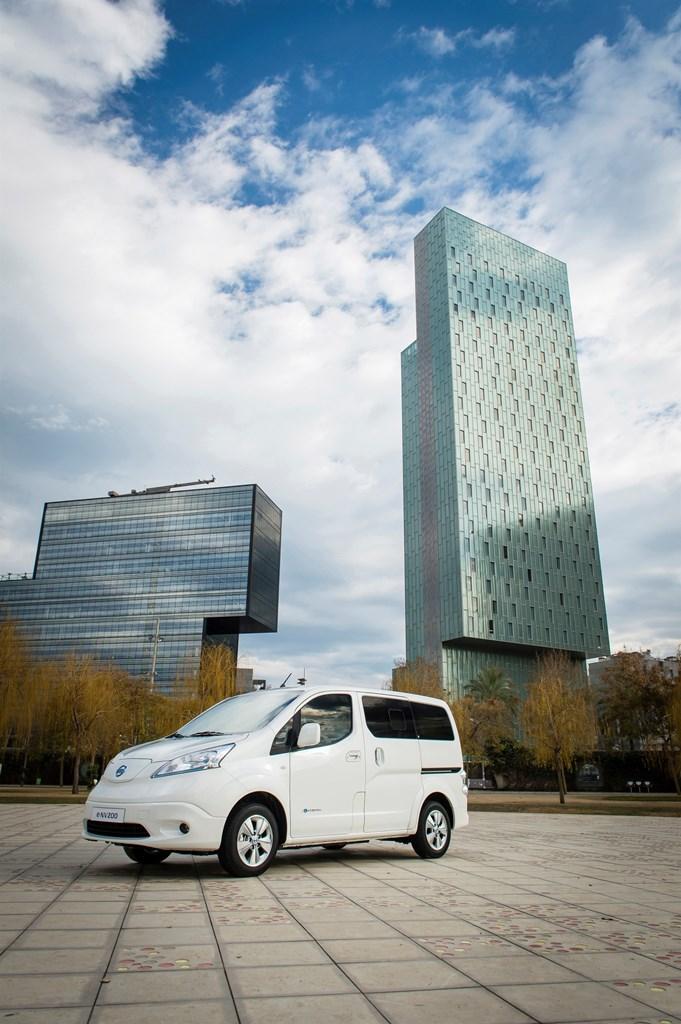 Nissan world premiere of new longer range e-NV200 van