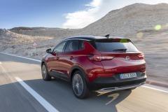 Opel-Grandland-X-Hybrid4-506786_2