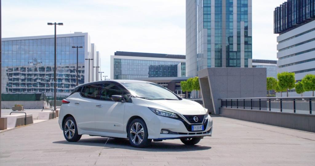 guida_nissan_auto_elettrica_electric_motor_news_04