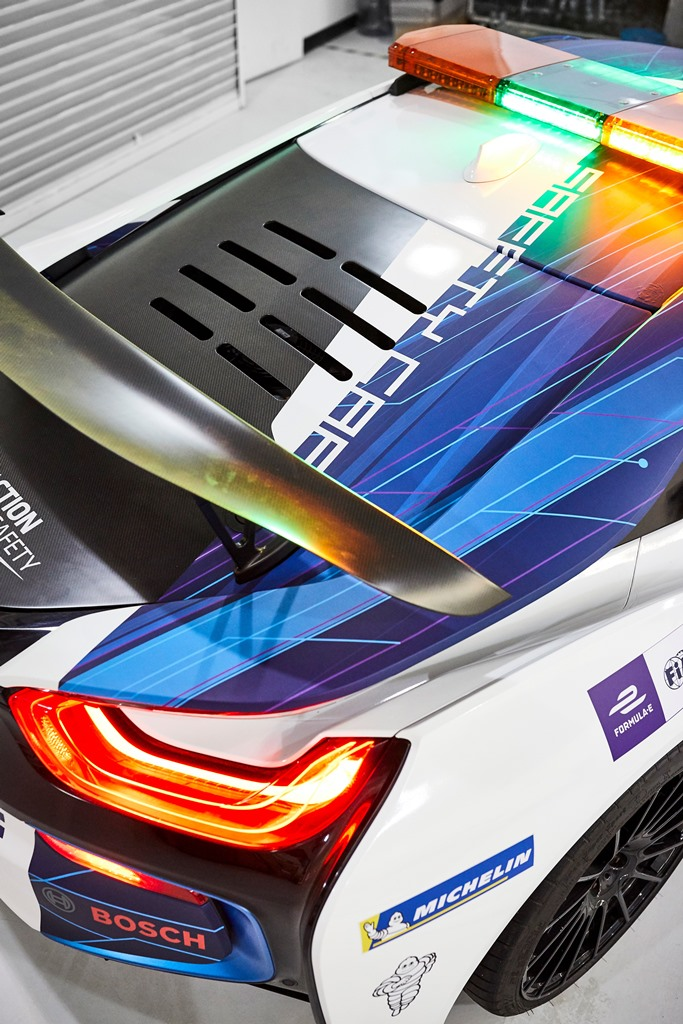 bmw_i8_coupe_safety_car_electric_motor_news_04