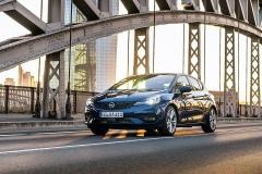 Opel Astra Faselift 2019 vor Skyline FFM