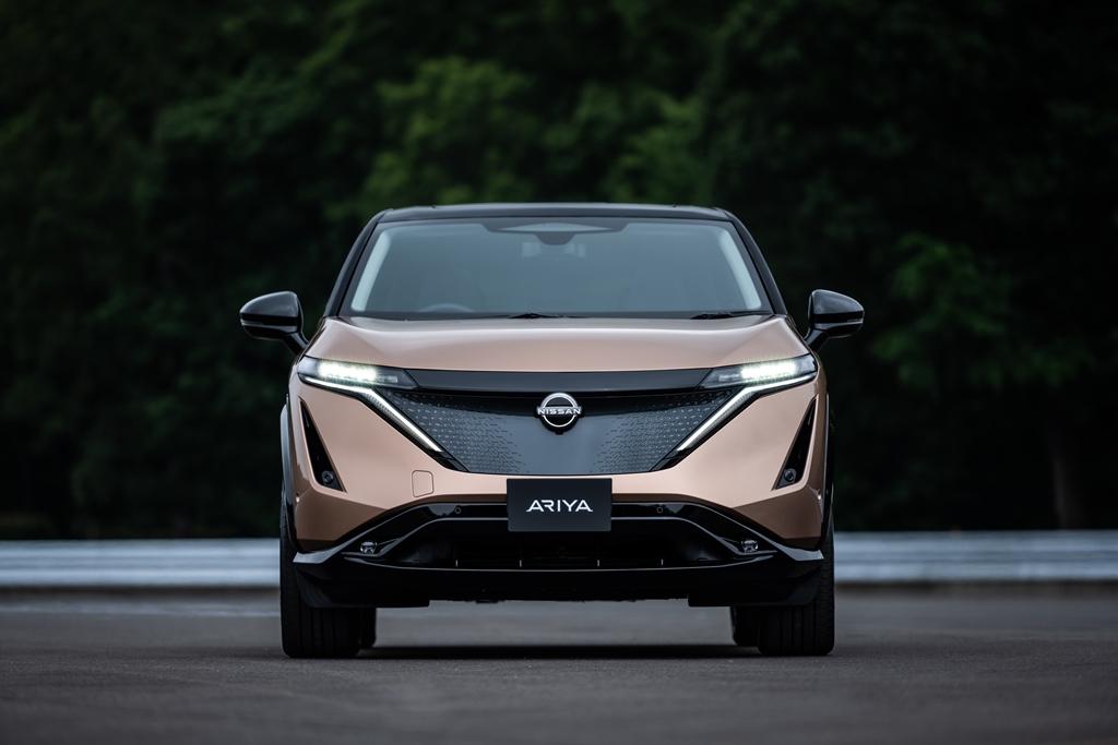 Nissan-Ariya-exterior-front_1_light-on