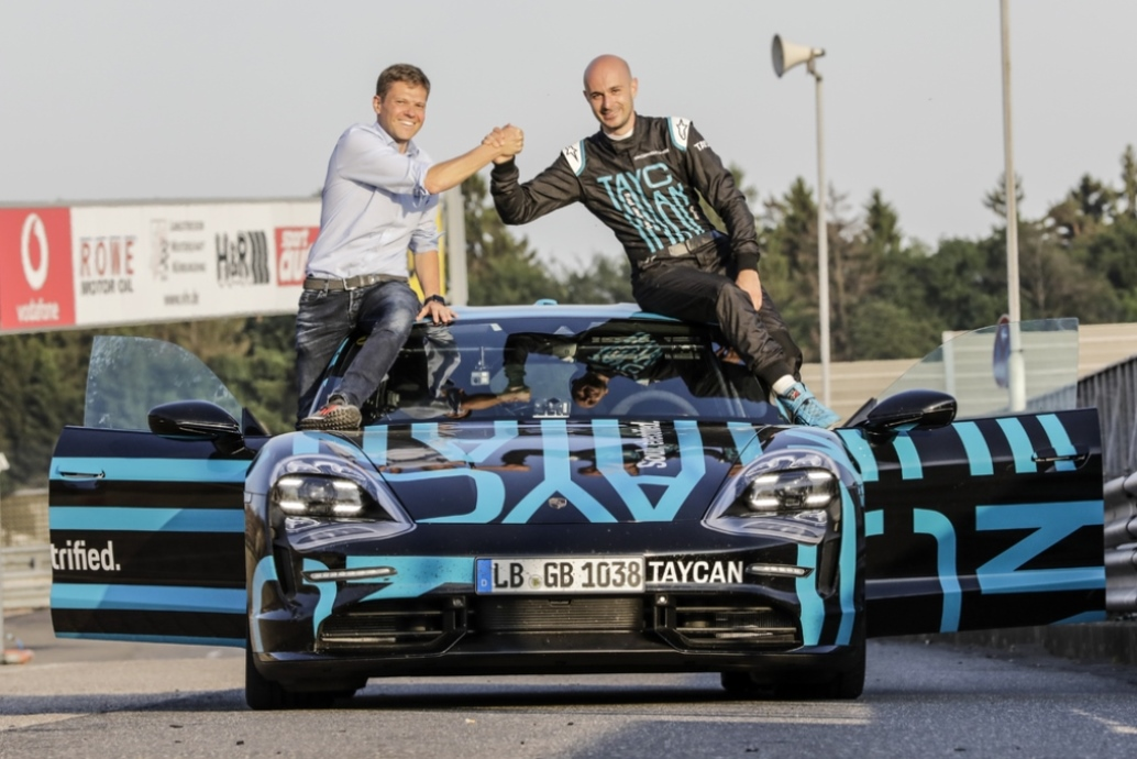 porsche_taycan_nurburgring_electric_motor_news_01