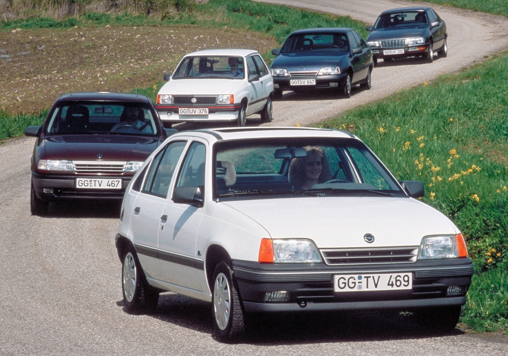 1989-Opel-Corsa-Kadett-Vectra-Omega-Senator-35516