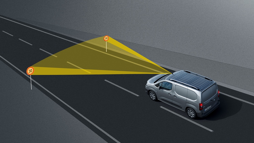 Opel-Combo-Cargo-Traffic-Sign-Recognicion-504545
