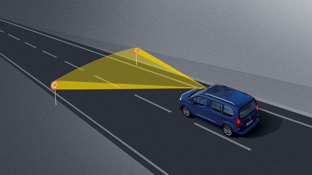 Opel-Combo-Life-Traffic-Sign-Recognicion-502336