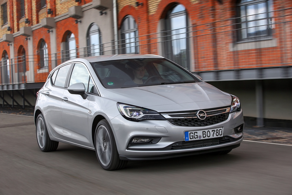 2015-Opel-Astra-301317_0