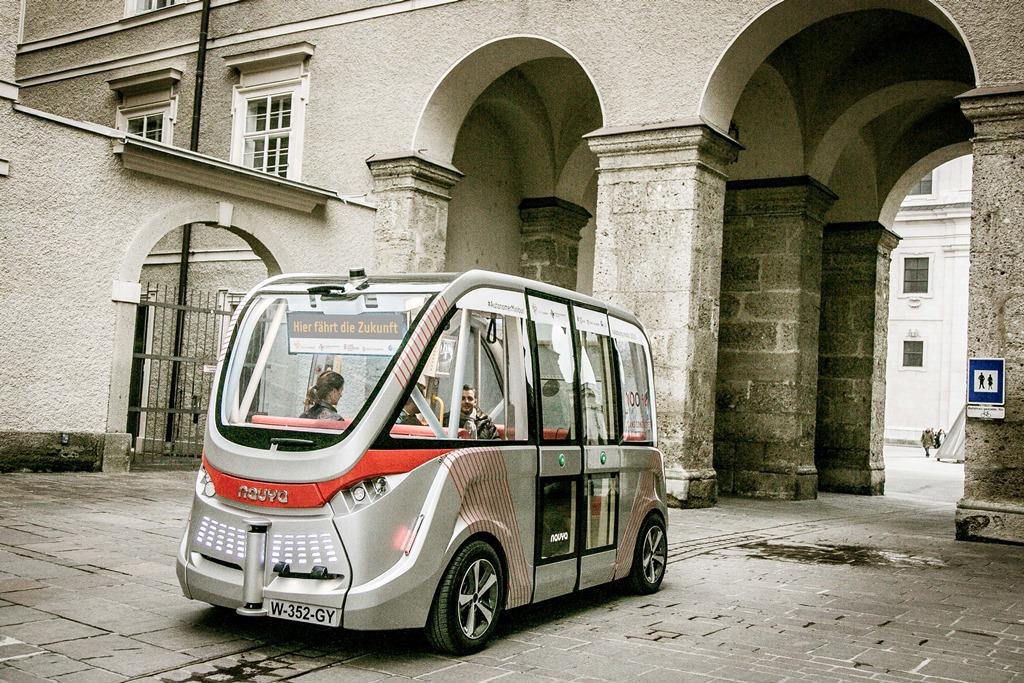 Minibus, Salzburg Research, Selbstfahrender Minibus, Salzburg, 20161017, (c)wildbild