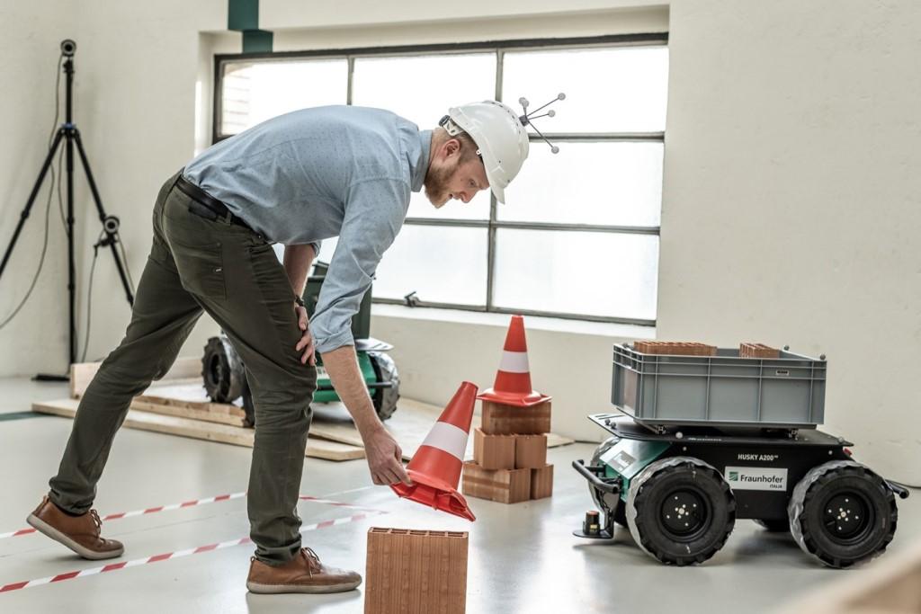 fraunhofer_mobil_robotic_platform_electric_motor_news_01