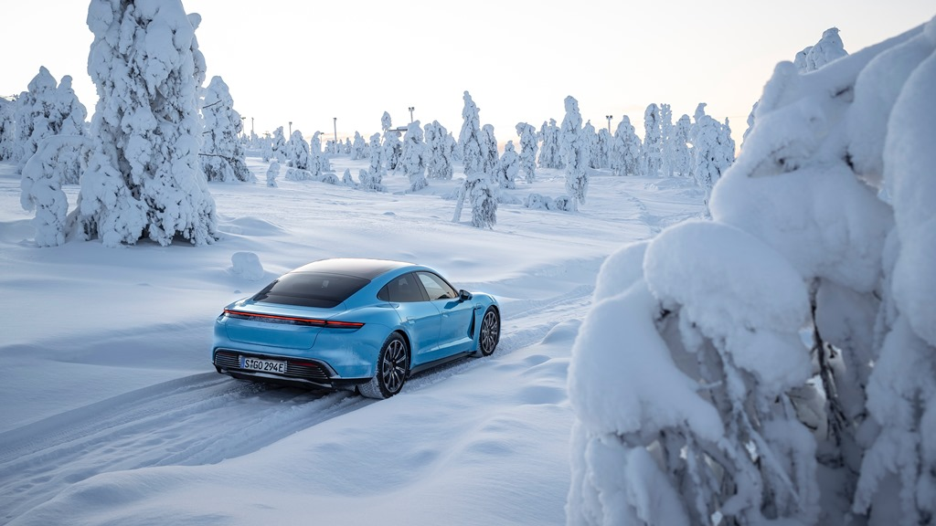 porsche_tycan_on_ice_electric_motor_news_07