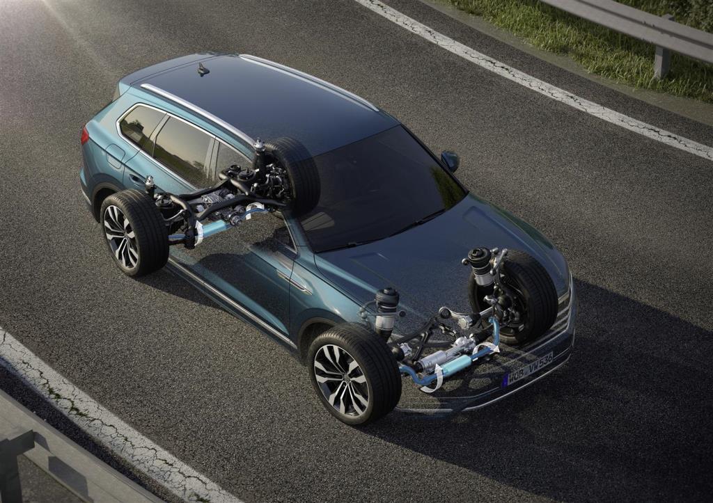 nuova_volkswagen_touareg_electric_motor_news_26