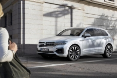 nuova_volkswagen_touareg_electric_motor_news_09