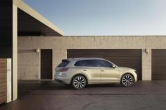 nuova_volkswagen_touareg_electric_motor_news_19