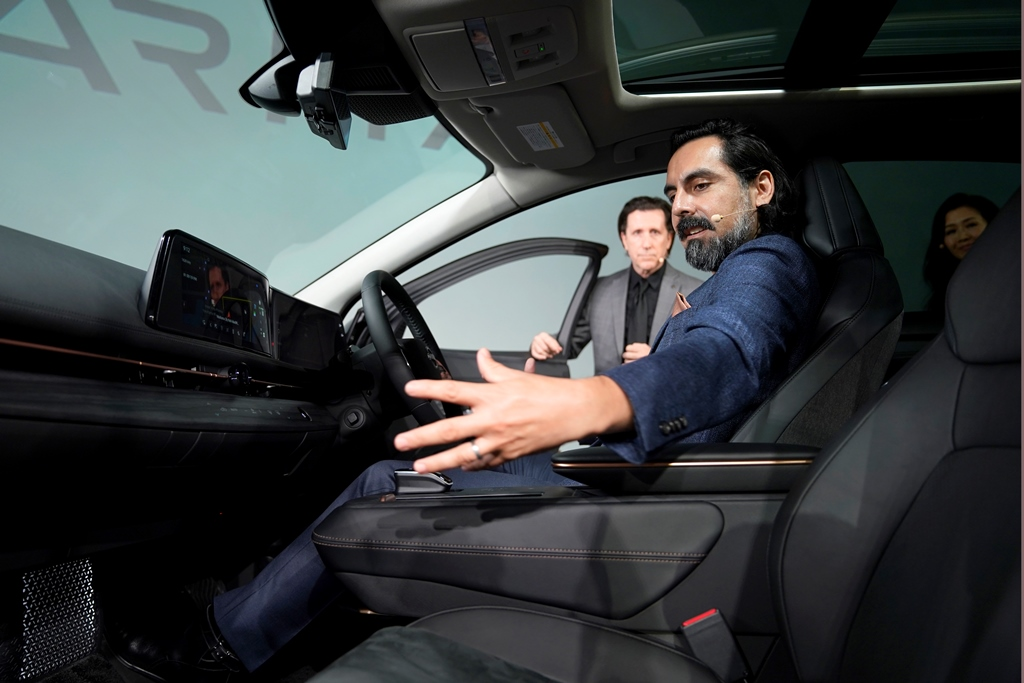 Nissan-Ariya_Digital-World-Premiere_Act-3_Action-Scene_003
