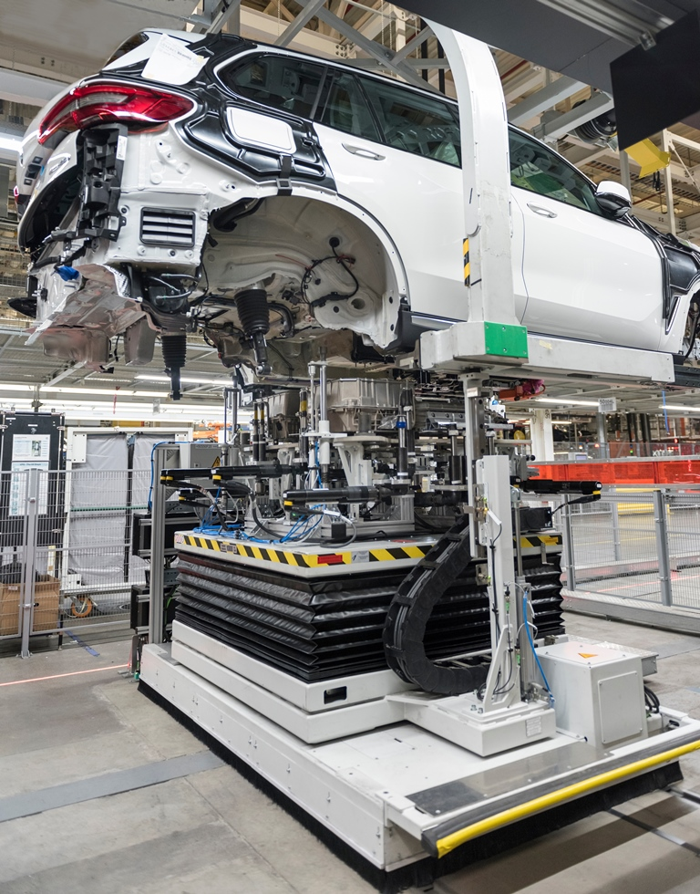 X5 battery installation on 7/19/19 at Plant Spartanburg - File: 071819GR56