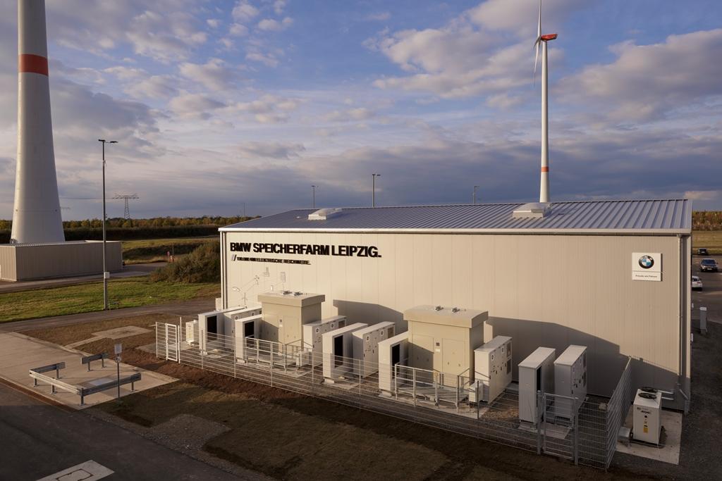 Speicherfarm auf dem Gelände des BMW Werkes in Leipzig kurz vor der Einweihung am 26. Oktober 2017.