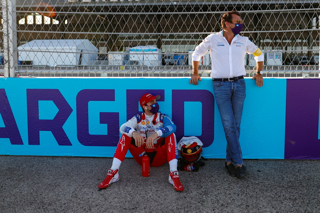 Jérôme d'Ambrosio (BEL), Mahindra Racing and Alberto Longo, Deputy CEO and Chief Championship Officer of Formula E