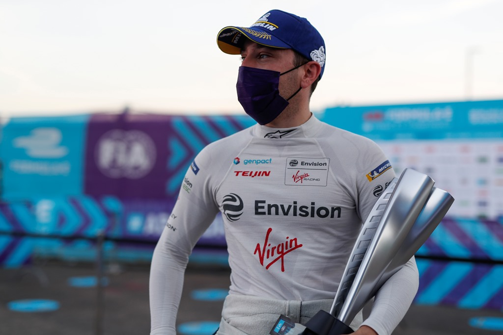 Robin Frijns (NLD), Envision Virgin Racing with his trophy