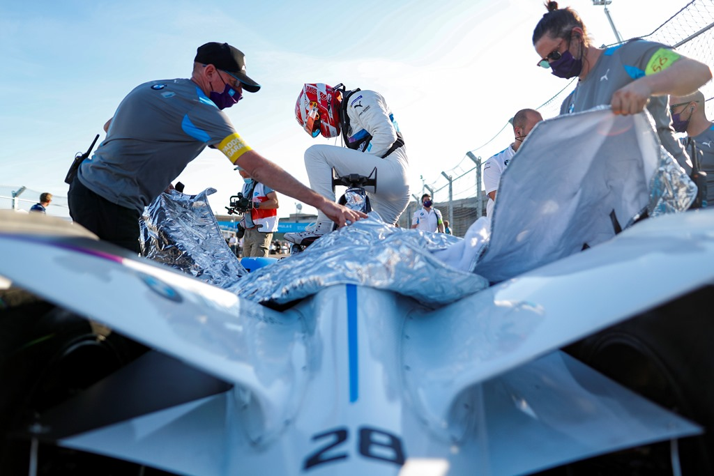 Maximilian Günther (DEU), BMW I Andretti Motorsports climbs out of his car on the grid