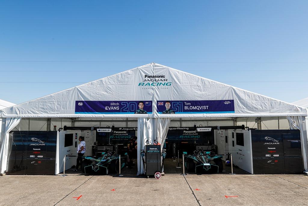 Garages of Mitch Evans (NZL), Panasonic Jaguar Racing, Jaguar I-Type 4 and Tom Blomqvist (GBR), Panasonic Jaguar Racing, Jaguar I-Type 4