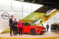 2019-Opel-IAA-Frankfurt-Angela-Merkel-Michael-Lohscheller-Corsa-e-508774