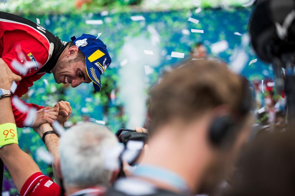 Sébastien Buemi (CHE), Nissan e.Dams, 3rd position, celebrates with his team at the podium