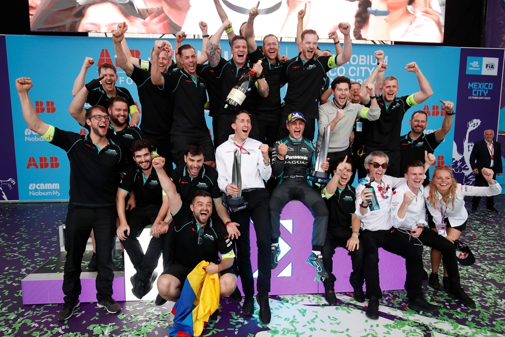 James Barclay, Team Director, Panasonic Jaguar Racing and Mitch Evans (NZL), Panasonic Jaguar Racing celebrate their victory with the team on the podium