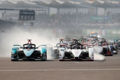 Mitch Evans (NZL), Panasonic Jaguar Racing, Jaguar I-Type 4 battles with Andre Lotterer (DEU), Tag Heuer Porsche, Porsche 99x Electric