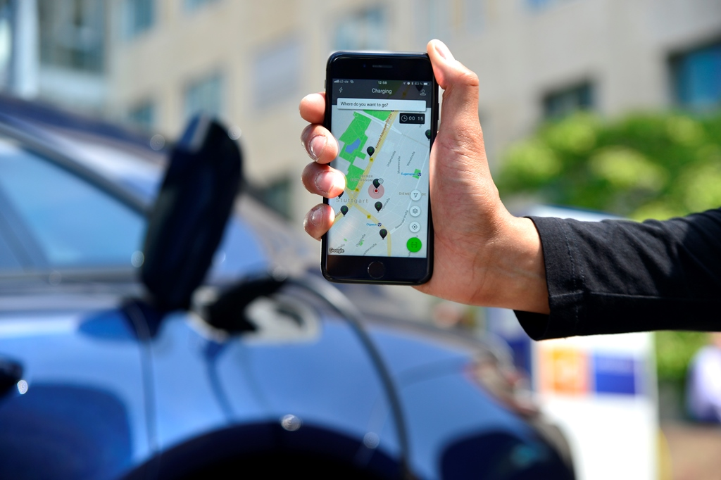 porsche_digital_charging_service_electric_motor_news_06