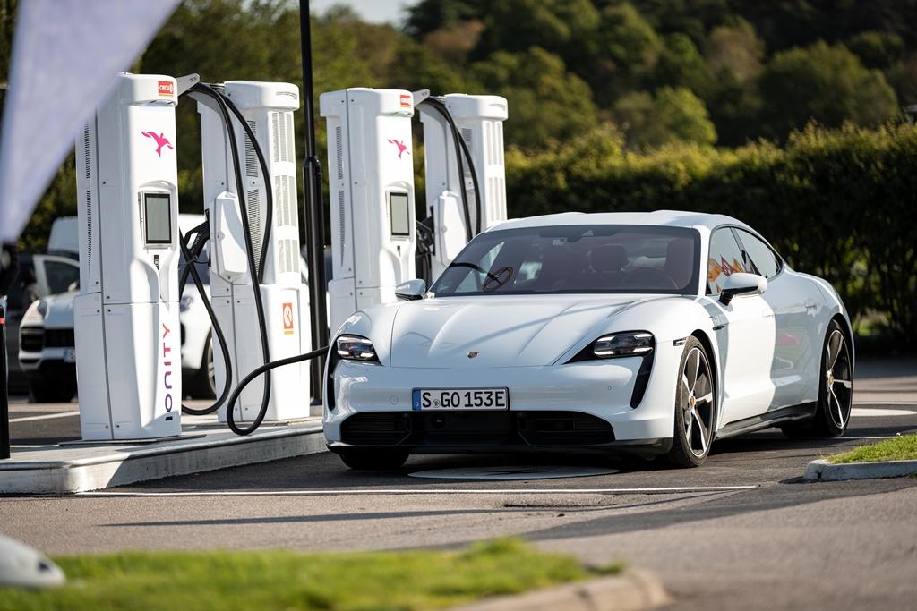 porsche_charging_solutions_electric_motor_news_02