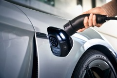 porsche_charging_solutions_electric_motor_news_04