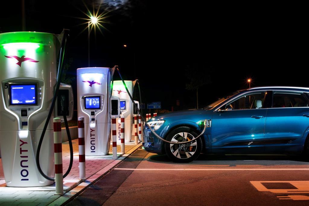 audi_e-tron_55_quattro_electric_motor_news_05