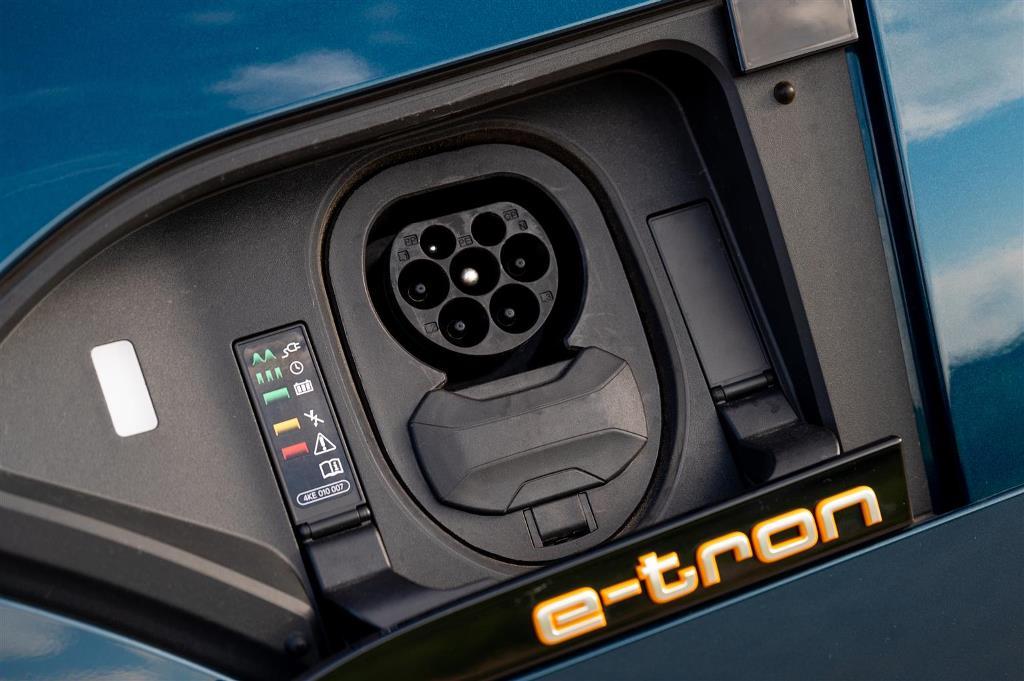 audi_e-tron_55_quattro_electric_motor_news_09