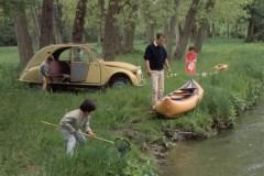Una-2CV-del-1963-per-il-weekend-in-famiglia