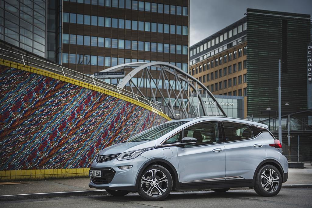 2016-Opel-Ampera-e-299599