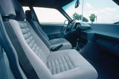 Profilatura-dei-sedili-anteriori-di-una-CX-GTi-1983