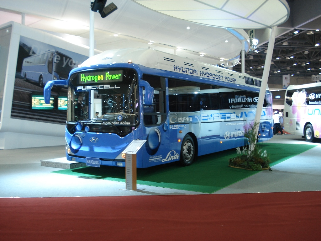 1887853_Fuel-cell-bus_2007