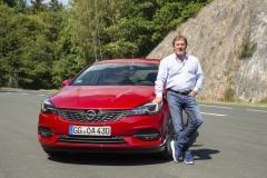 01-Joachim-Winkelhock-mit-Opel-Astra-Sports-Tourer-508658