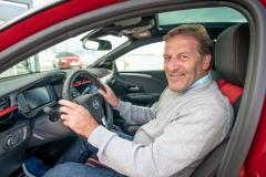 02-Joachim-Winkelhock-im-neuen-Opel-Corsa-510099