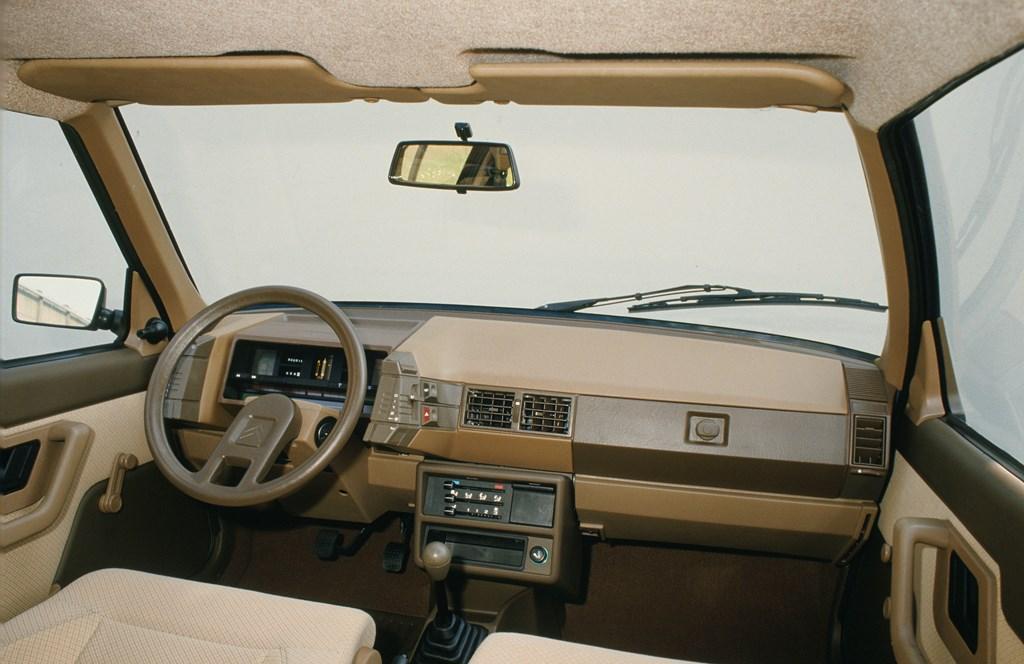 Plancia-di-bordo-della-BX-1985
